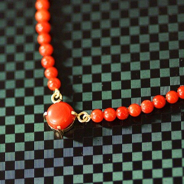 画像1: ☆1点限定☆ 朱色の玉を繋げた天然珊瑚のゴールドネックレス【送料無料】 (1)